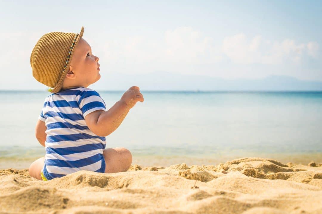 bambini protezione spiaggia mare pelle