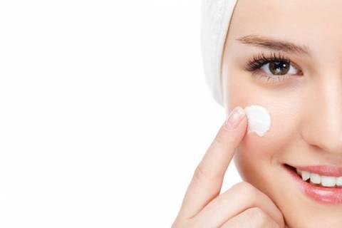 Pulizia viso: apparecchi e detergenti