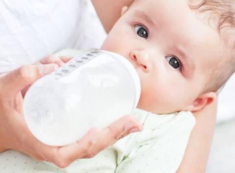 Allattamento sostitutivo: quando il latte materno manca