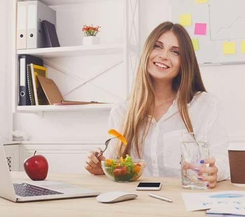 Pausa pranzo in ufficio: cosa mangiare?
